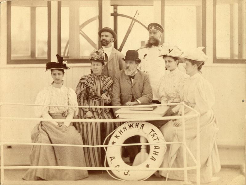 Константин Федорович Ралль с супругой Ольгой Александровной Ремер и дочерьми